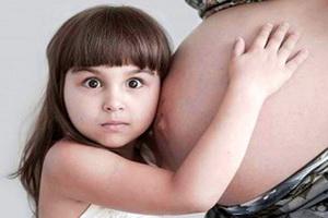Первые шевеления плода при второй беременности: сроки и особенности