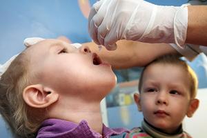 Прививка детям от полиомиелита: реакция, показания и противопоказания