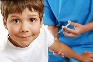 Какие прививки делают детям в школе