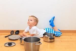 Чем занять ребенка дома, пока мама занята