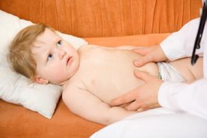 Метеоризм у детей: причины, симптомы и помощь ребенку