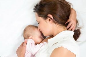 Естественное вскармливание ребенка: значение, техника и правила