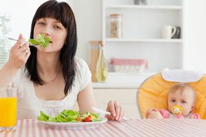 Питание кормящей матери: правильный рацион