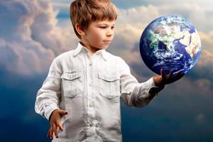 Детский эгоцентризм: признаки, проявления, примеры