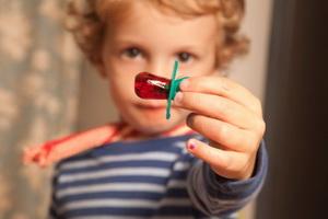 Как отучить грудного ребенка сосать соску и палец