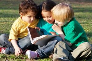 Первые друзья: как научить ребенка дружбе