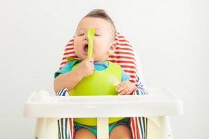 Как вводить молочные продукты в прикорм ребенка