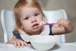 Чем можно кормить ребенка в 1 год: меню и рецепты блюд