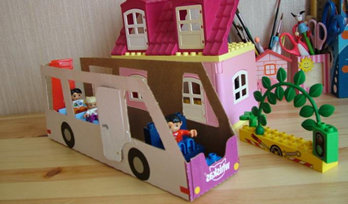 Как сделать машину из коробки для детей своими руками 44