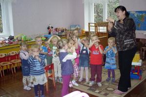 Веселые физкультминутки в стихах для маленьких детей