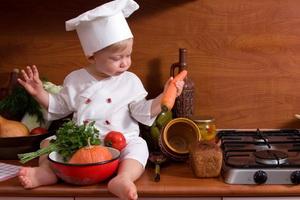 Чем занять ребенка на кухне: развивающие игры