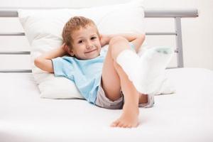 Травмы конечностей у детей: основные виды и первая помощь
