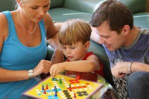 Общение взрослых с детьми в семье: правила, принципы и особенности